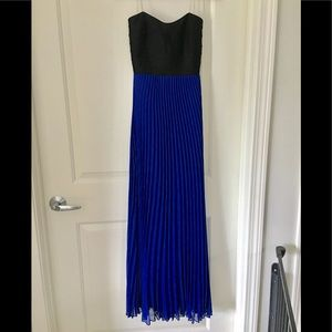 Strapless blue and black pleaded dress